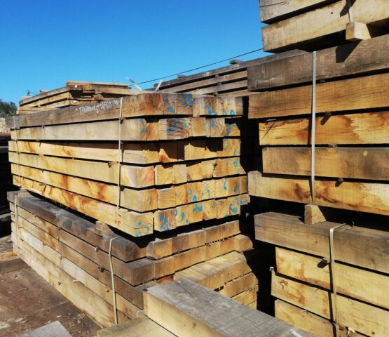 Sawn Only Oak Beams for Trade Customers